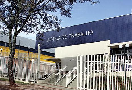 Imagem da             fachada do prédio da Justiça do Trabalho em Pato Branco, no sudoeste do Paraná.