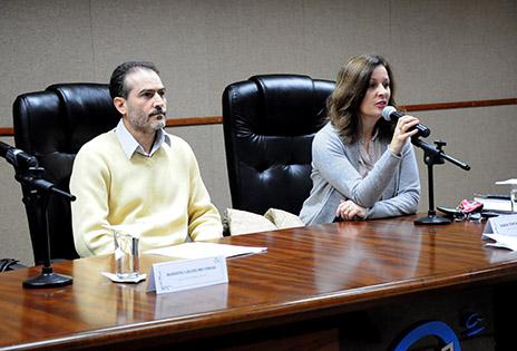 Imagem traz os auditores fiscais do trabalho Maria Teresa Pacheco Jensem e Wanderli Laudelino Farias durante evento.