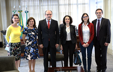 Autoridades e gestores do TRT-PR e do Instituto Cervantes