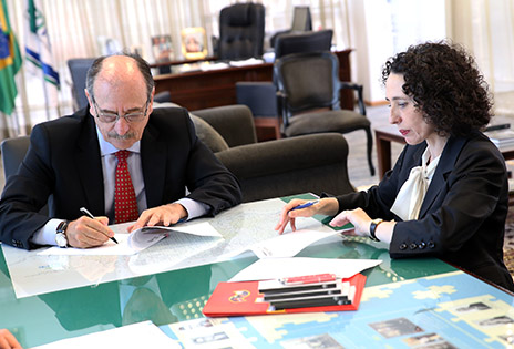 Presidente Arnor Lima Neto e diretora Rosa Sánchez-Cascado Nogales