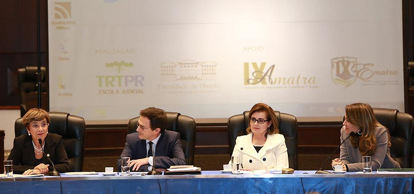 Ministra Delaíde Alves de Miranda Arantes; diretor da Escola Judicial, Arion Mazurkevic;  vice-presidente do TRT-PR, desembargadora Marlene T. Fuverki Suguimatsu e professora Gabriela Neves Delgado