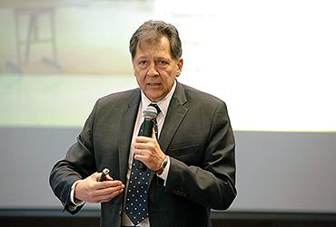 Professor doutor Joel Souza Dutra