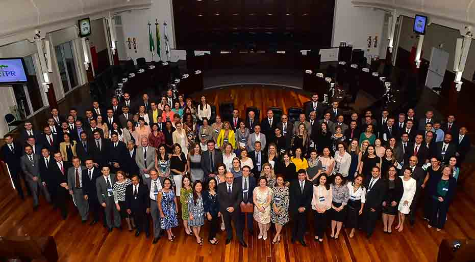 Desembargadores e juízes trabalhistas do Paraná