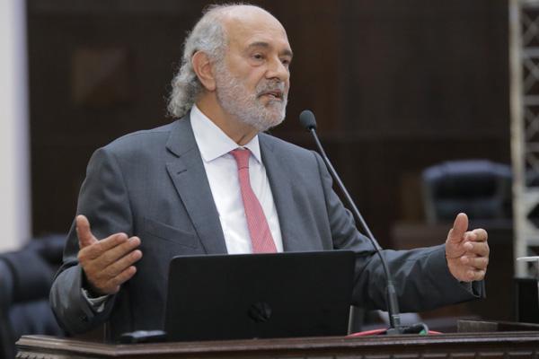 Professor e advogado Paulo Sérgio João