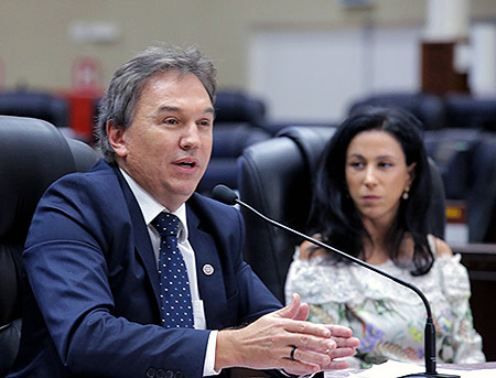 José Afonso Dallegrave Neto e a coordenadora pedagógica da EJ, juíza Morgana de Almeida Richa